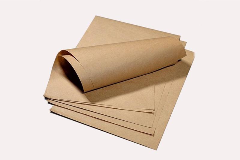 Giấy kraft thường có màu vàng nâu là màu tự nhiên của bột gỗ - mẫu bao bì giấy kraft đẹp