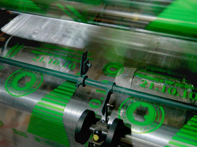 In ký tự, logo trên bao bì giấy kraft bằng công nghệ Flexo - sản xuất bao bì nhựa
