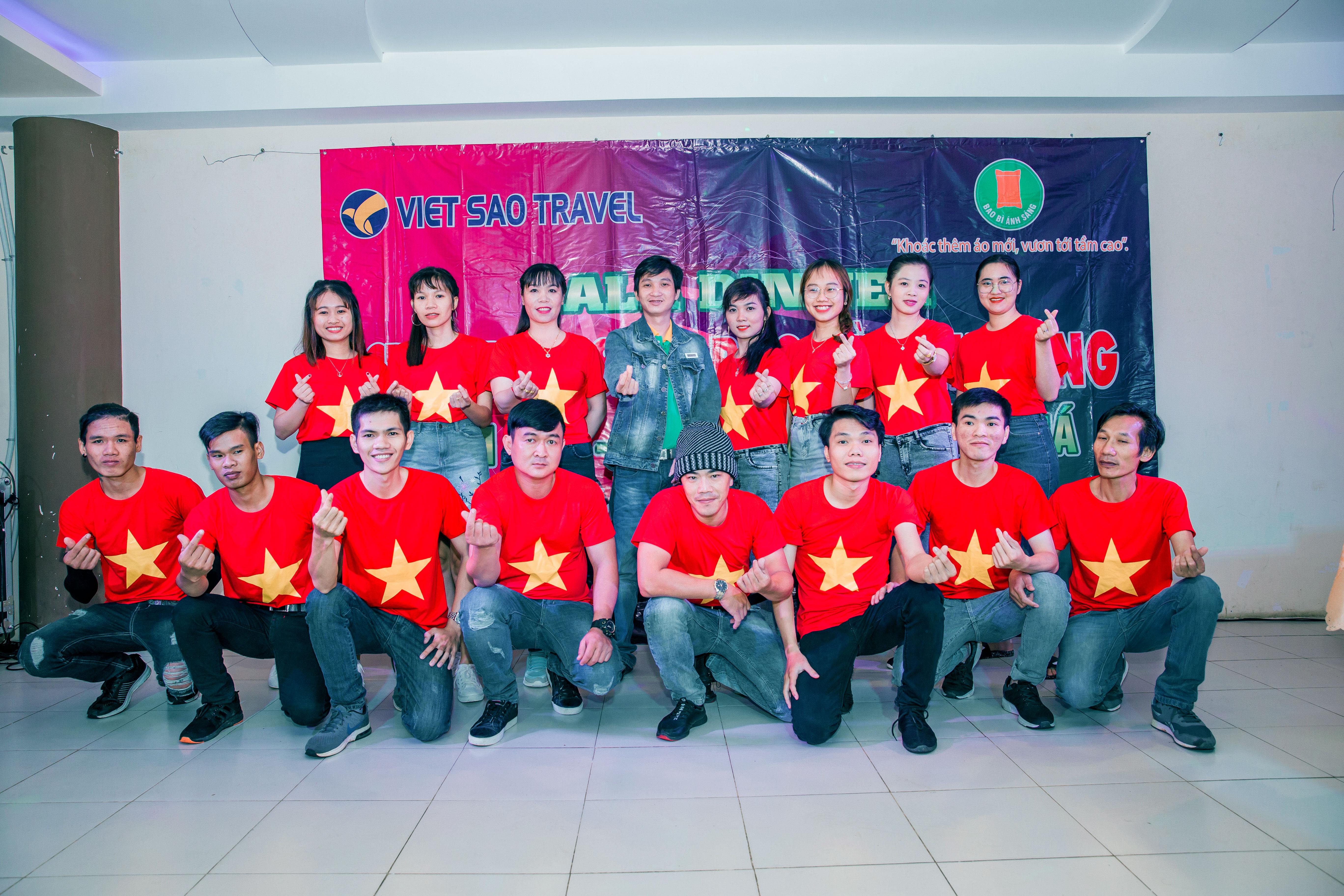 Bao Bì Ánh Sáng với đội ngũ nhân viên 9x trẻ trung, năng động