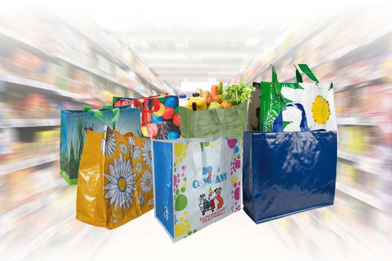 Các sản phẩm túi xách siêu thị trên thị trường rất đa dạng, đáp ứng nhiều nhu cầu, thị hiếu khác nhau - nhận may gia công túi xách siêu thị
