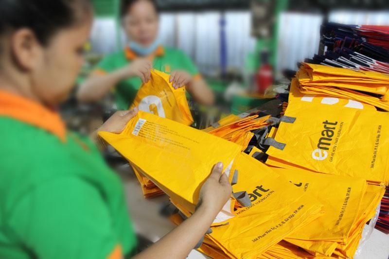 Khâu kiểm tra và đóng gói trước khi giao hàng luôn được tiến hành một cách kỹ lưỡng - quy trình sản xuất túi vải pp dệt