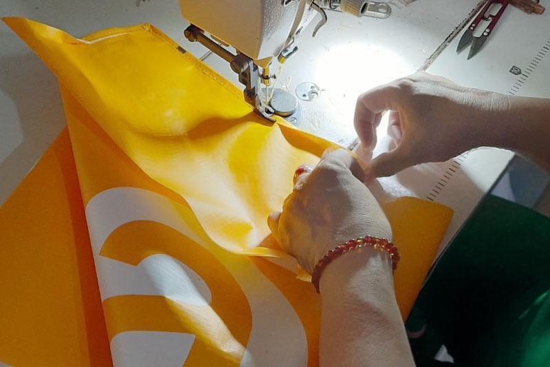 Công đoạn may thành phẩm - quy trình sản xuất túi vải pp dệt