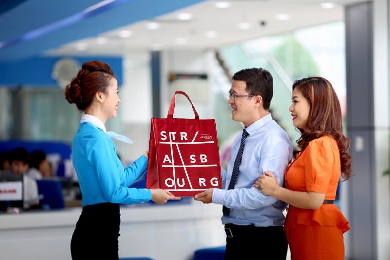 Túi xách event chính là món quà ý nghĩa mà doanh nghiệp dành tặng cho đối tác, khách hàng - túi xách event thương hiệu