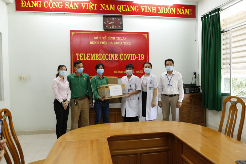 Anh Như Anh ghé thăm bệnh viện đa khoa tỉnh Bình Thuận giữa thời điểm dịch Covid-19 bùng phát tại đây
