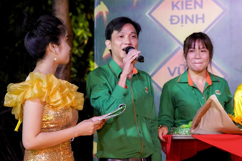 Chủ tịch Trần Hữu Như Anh có đôi lời phát biểu cho buổi tiệc